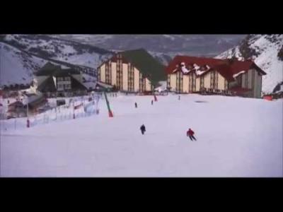 Palandökenin hiihtoalueelta löytyy muutamia hyvälaatuisia hotelleita. Yksi näistä on ski in / out -periaatteella toimiva Dedeman, joka tarjoaa laskupäivän jälkeen myös vauhdikasta after skitä ja kylpyläpalveluita.