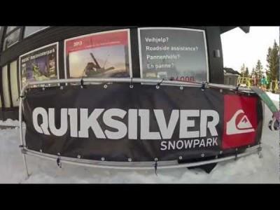 Oslo Vinterpark tarjoaa temppulaskijoille isoja hyppyjä ja runsaasti reilejä.