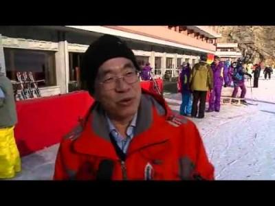 Pohjois-Korean itärannikolla sijaitseva Masikryongin hiihtokeskus on eristäytyneen valtion viimeisimpiä kummallisuuksia. Esittelyvideossa kannattaa kiinnittää huomiota taustalla soitettuun musiikkiin.