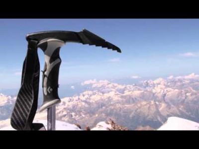 Elbrusin huippu sijaitsee Kaukasuksella huikeassa 5 642 metrin korkeudessa ja on koko Euroopan mantereen korkein kohta. Off-pisteet ovat mahtavia laskea, mutta edellyttävät laskijalta kovaa kuntoa ja taitotasoa.