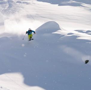 www.basecamp-andermatt.com hiihtää felsental puuteria Andermatissa :-)