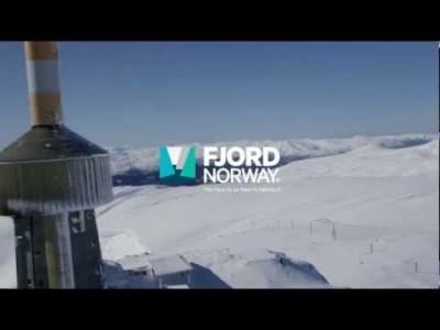 """Voss sijaitsee Norjassa Hardanger- ja Sogne-vuonojen komeissa maisemissa. Vossin seutu on läntisen Norjan runsaslumisinta, ja talvisin metsät ja avoimet huiput täyttääkin puuterilumi tai """"pudder"""", kuten norjalaiset sitä kutsuvat."""