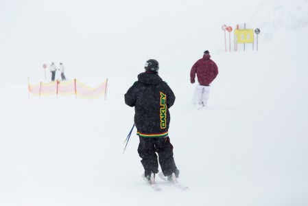 Lumisade hävittää kontrastit parkista, joten aidat ja merkkikepit ovat tarpeen.