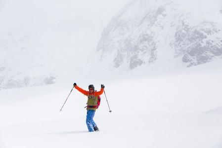 Tuore ja pehmeä lumi nostaa mielialan korkealle. 3000 metrin korkeudessa fiilis on ylhäällä jo valmiiksi.