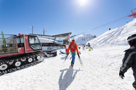 Tällaisena tyynen lämpimänä aurinkopäivänä ei pääsiäinen Alpeilla tuntunut lainkaan huonolta valinnalta.