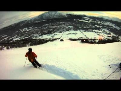 Norjan Oppdal tunnetaan paitsi räväköistä after ski -bileistään, myös hyvistä off-piste -laskuistaan. Yhdellä hissinousulla esimerkiksi Hovdeniin tavoittaa jo huiman määrän fjellien eli tuntureiden monipuolista takamaastoa.