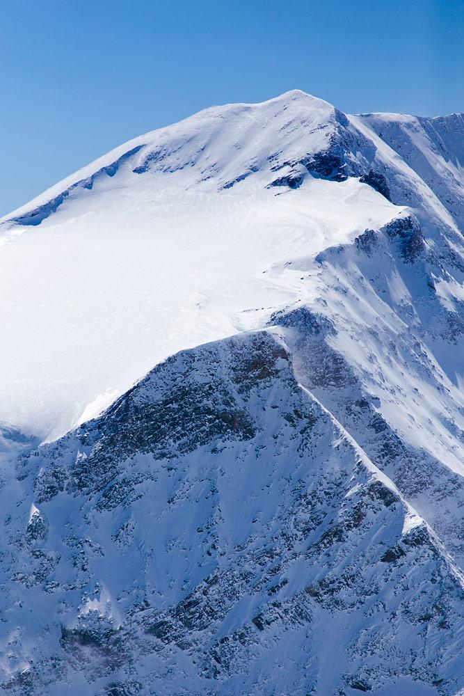 Kitzsteinhornin takamaastossa on useita jylhiä huippuja. Joukkoon kuuluu myös Itävallan korkeimmalle kurkottava Großglockner, 3 798 m.