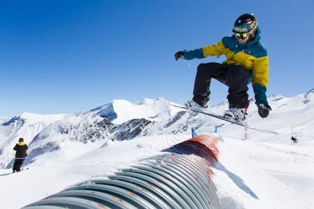 Kitzsteinhornin jäätiköllä on pitkä ja hyväkuntoinen snow park.