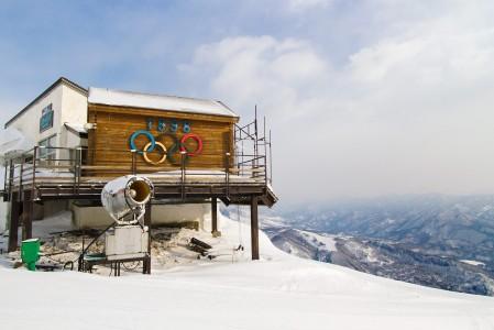 Naganon vuoden 1998 olympialaisten alppilajit kisattiin Hakuban Happo Onen rinteillä. Alempana taisteltiin maastohiihdossa ja mäkihypyssä.