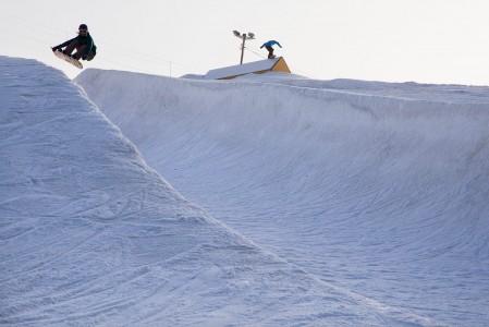 Talma Ski on niitä harvoja paikkoja Etelä-Suomessa, jossa pääsee vielä half pipeä hinkkaamaan. Pisteet siitä!