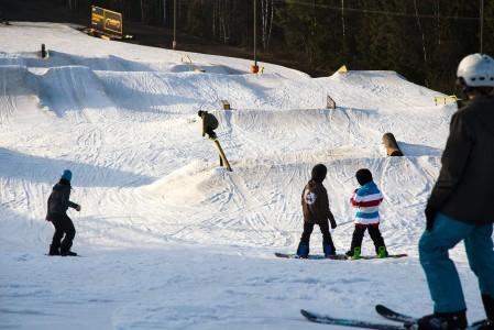 Talma sai Lumipallon lukijoilta Paras Freestyleen 2013/2014 -tunnustuksen. Keskuksen snow parkit onkin rakennettu erinomaisesti.