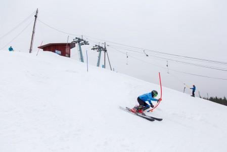 Mielakan rinteillä treenaa useita alppihiihdon tulevaisuuden lupauksia. Samasta mäestä on lähtöisin myös Suomea Torinon olympialaisissa vuonna 2006 edustanut alppihiihtäjä Jukka Rajala.