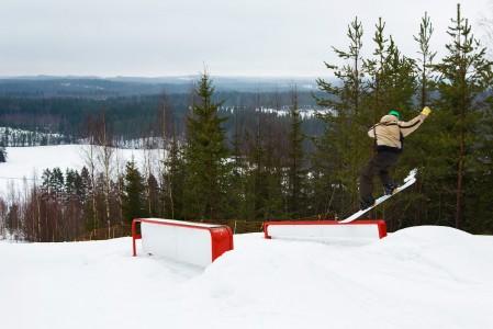 Lekotin hiihtokeskuksesta löytyy pienimuotoinen street muutamalla boksilla ja pressillä. Huipulta avautuvat järvimaisemat ovat mukavat.