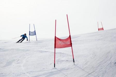 Suurpujottelukäännöksen rajua runttausta Vihti Ski Centerin Stenmark-rinteessä.