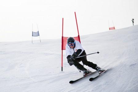Vihti Ski Centerissä järjestetään ratalaskuvalmennusta aikuisille ja Sami Uotilan ratalaskukoulua 4 - 12 vuotiaille.