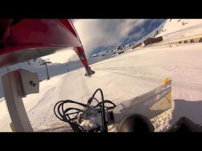 Oletko joskus haaveillut tampparikuskin urasta? Tässä hieman Lumikissaperspektiiviä Davosin Parsenn -alueen rinteiltä.