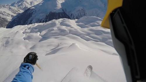 Hauskan näköistä puuterihiihtoa Itävallan Arlbergin alueella.