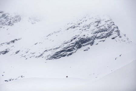 Giilavarri on 1150 metrin nousua vaativa, mutta upea urakka Pohjois-Norjan Lyngenissä. Onneksi lasku on yhtä pitkä ja nautinnollinen.