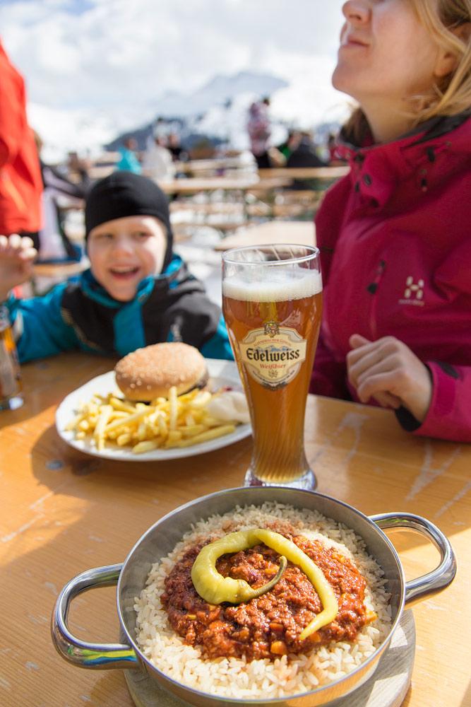 Saalbachin rinneravintoloissa on runsaasti valinnanvaraa. Jokainen perheenjäsen löytää rinteiltä omat lounaspaikka- ja annossuosikkinsa.
