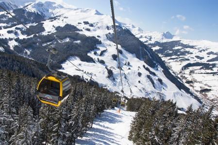 Saalbach - Hinterglemmin alueella sijaitseva Westgipfelbahn nostaa laaksosta yhdellä ajelulla huipulle noin kilometrin verran ylemmäs.