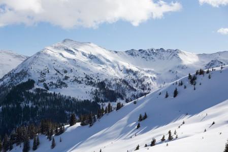 Saalbachin alueen maisemat eivät ole samalla tavalla jylhiä kuin eri suunnalla Alppeja. Näkymät eivät kuitenkaan jää täälläkään harmittamaan.