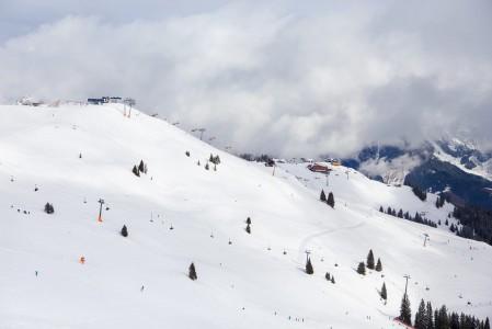 Saalbachin kylästä Leogangiin laskettaessa ei voi olla ohittamatta iloja aiheuttavia Gr. ja Kl. Asitz -hiihtoalueita.