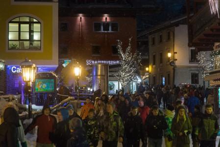 Saalbachin kylän keskustan läpi kulkee pystysuunnassa idyllinen kävelykatu. Pääraitti on illalla vilkas afterski-väen kulkureitti.