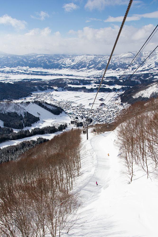 Nozawa Onsen on Naganon alueen suurin hiihtokeskus. Korkeuseroa löytyy yli kilometri ja rinteitä 44 kpl, todella loivasta erittäin jyrkkään.