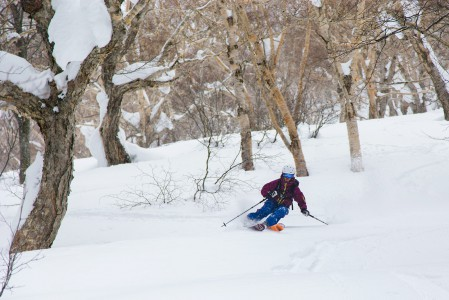 Ikenotaira tarjoaa pitkää ja helppoa rinnettä sekä samansuuntaista offarilaskua rinnealueen yläpuolisella Akakura-yama -vuorella.