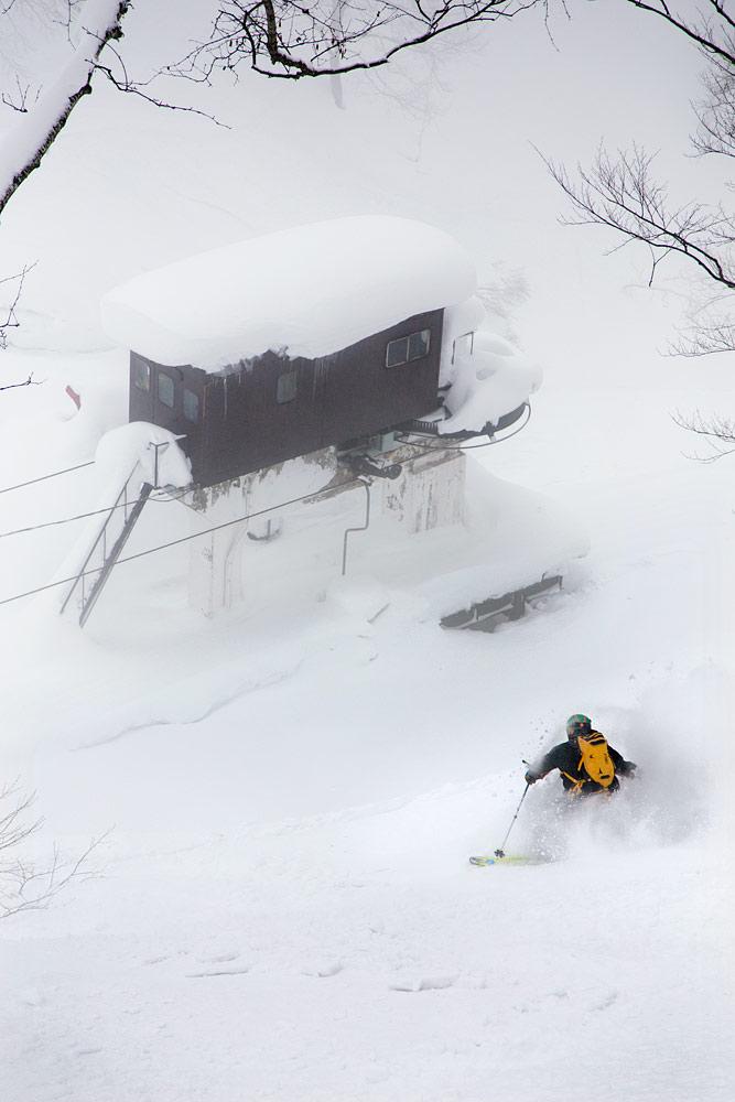 Seki Onsen on minikokoinen kahden hissin puuterikeskus Myokon kyljessä. Keskus kerää yleensä koko alueen parhaat lumimäärät.
