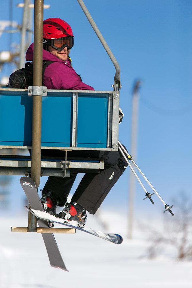 Saariselän ensimmäinen hiihtohissi valmistui Kaunispään rinteeseen joulukuussa 1970. Nyt samaiselle huipulle pääsee tuolihissillä.