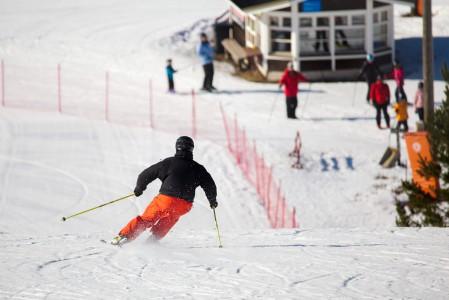 Myllymäki on Etelä-Karjalan suosituimpia hiihtokeskuksia. Eikä ihme, rinteet toimivat etenkin harrastelijatason laskijoille ja Joutsenosta, Lappeenrannasta tai Imatralta ajaa paikalle nopeasti.