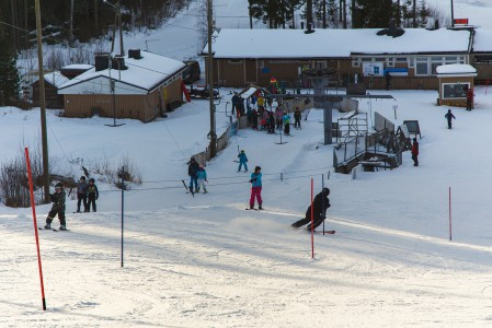 Korkeakankaan hiihtokeskuksen kakkoshissinä toimii ankkurihissi. Onneksi vierestä pääsee samaan suuntaan mutta pidemmälle ankkurihissiä käyttäen.