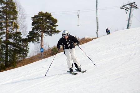 Tässä viedään Tornimäen kauden 2014/2015 viimeisiä käännöksiä ennen kesän tuloa. Maastossa lunta enää näkynyt.