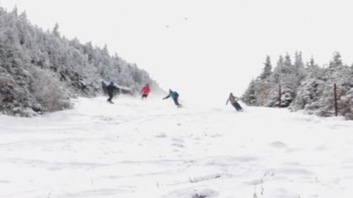 Vermontissa lähellä Kanadan rajaa sijaitseva Jay Peak sai ensilumen hyvissä ajoin syksyllä 2015. Ensimmäiset nauttijat seurasivat heti perässä.