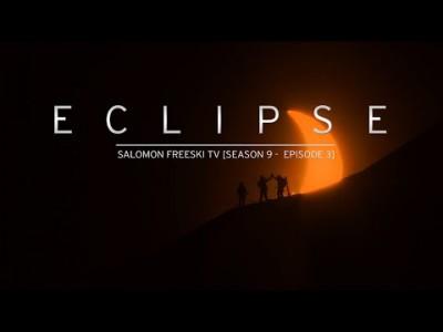 Freeski TV:n Banff-palkittussa ja erikoisen hienossa jaksossa jahdataan valokuvaa laskijasta auringonpimennyksen edessä. Olemattomilta tuntuvia mahdollisuuksia jahtaava matka vie Norjan Huippuvuorille.