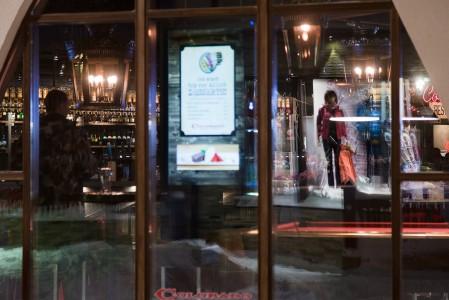 Rukan keskustassa on lukuisten baarien, ravintoloiden, kauppojen sekä kävelykeskusten ansiosta sekä idyllinen että kaupunkimainen tunnelma.