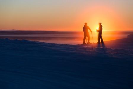 Joulun alla Pohjois-Suomessa on valoisaa on vain muutama tunti. Tästä eteenpäin valon määrä lisääntyy jyrkästi kevättä kohti mentäessä.