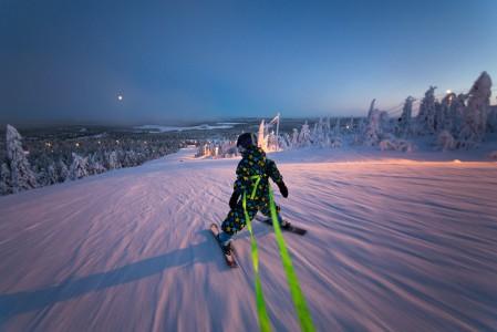 Rukan kaikissa 34 rinteessä on tehokas lumetus. Rinteistä 26 on valaistuja, joten laskuvalikoimaa riittää myös kaamoksen aikaan kuun loistaessa.