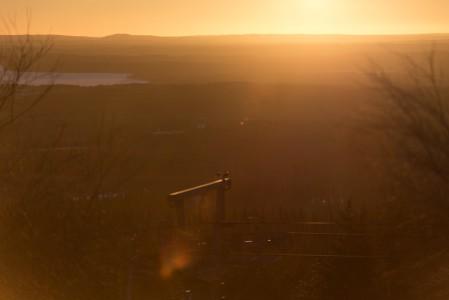 Vuokatin huipulla tarjoillaan kattava pala kainuulaista maisemaa. Urbaanimpaa katsomista on idässä Sotkamon suunnalla mutta muualla lähinnä kauniisti kumpuilevaa erämaata.