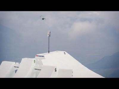 David Wise leiskautti uuden maailmanennätyksen huhtikuun alussa 2016 Italiassa Highest Air -kisassa noustuaan 14,2 metriä hyppyrin nokkaa korkeammalle. Edellinen ennätys koheni peräti 3 metrillä.