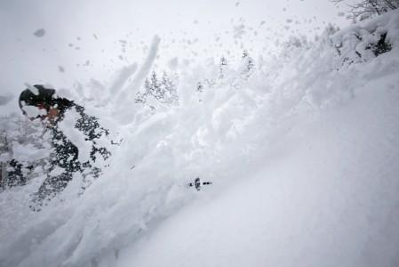 Tahkon suljetusta rinteestä löytyi koskematontakin lunta.