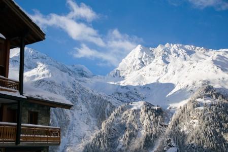 Sainte Foyn hiihtokeskuksen majoitus sijaitsee suurelta osin ala-aseman ympärillä komeasti rinteessä. Massiiviset maisemat avautuvat useiden majapaikkojen aamupalapöytään.