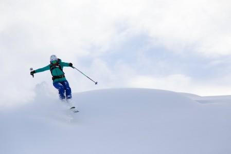Kun kevyt laskija kelluu syvän kevyen lumipatjan päällä ottaen välillä pieniä ilmakylpyjä, ollaan lähellä pilvissä leijumisen vaikutelmaa.