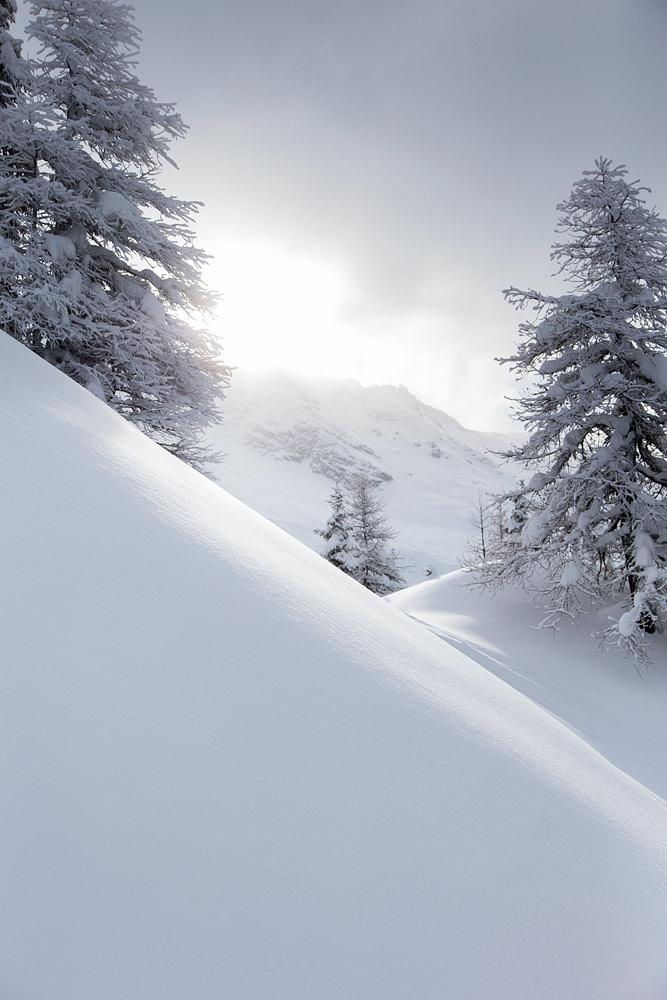 Sainte Foyn laskumaisemat ovat keskivertoa komeammat. Ympärille kurkottelee hiihtoaluetta suurempia vuoria.