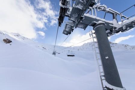 Sainte Foyn hiihtoalueella voi löytää koskematonta laskettavaa heti hissin vierestä. Etualan pieni vyöry muistuttaa vaaroista myös rinteiden lähellä.