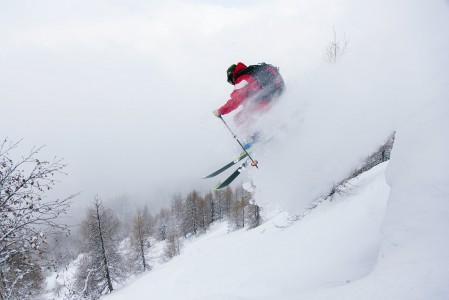 Kun lunta on riittävästi ja se on pehmeää, ei pikku pomputkaan laskulinjalla hirvitä vaan tuovat lisäkutkutusta vatsanpohjaan.