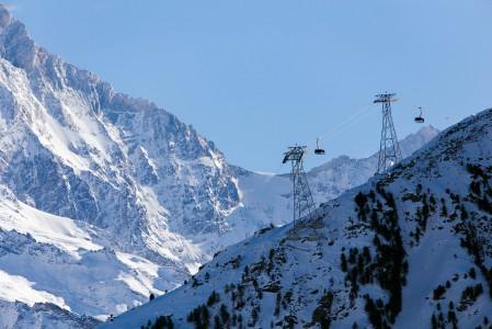 Sierre Anniviersin uusin ja suurin hissi-investointi yhdistää kätevästi Grimentzin ja Zinalin hiihtoalueet toisiinsa.