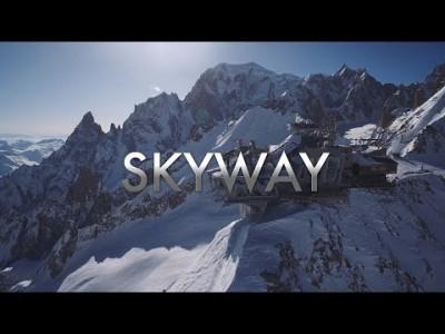 2015 avautunut uusi hissiyhteys Italian puolelle Mont Blancia eli Punta Helbronnerin huipulle nopeuttaa hissimatkan 10 minuuttiin. Punta Helbronnerin uusi yläasema 3462 metrissä tarjoaa ravintolan lisäksi 360 asteen maiseman Mt. Blancille.