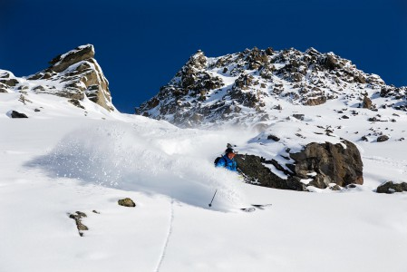 Tuorella koskemattomalla käännöksestä kuuluu vain hiljainen swoosh-ääni. Tällainen helposti saavutettavissa oleva laskureitti löytyy Mont du Vallonilta 3 laakson alueelta.
